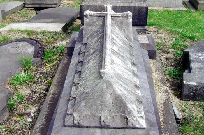 Grave as found in February 2008